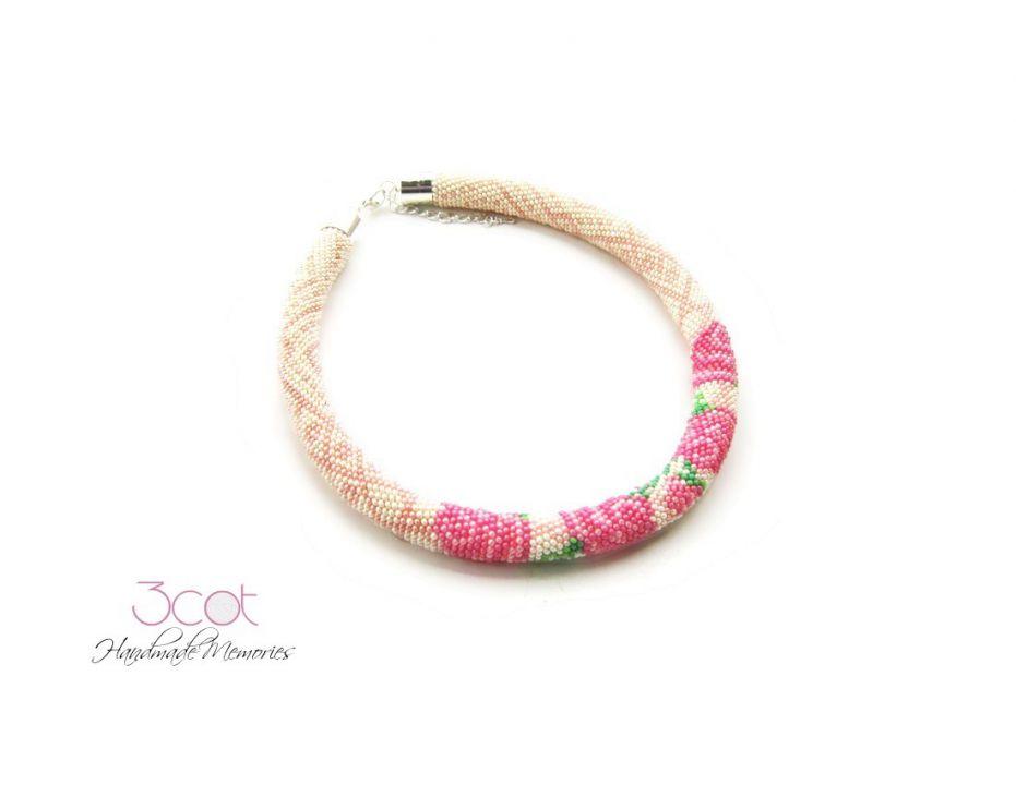 Colier crosetat cu margele de nisip - Pink Roses
