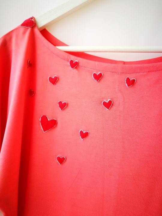 Tricou roz cu inimioare-unicat