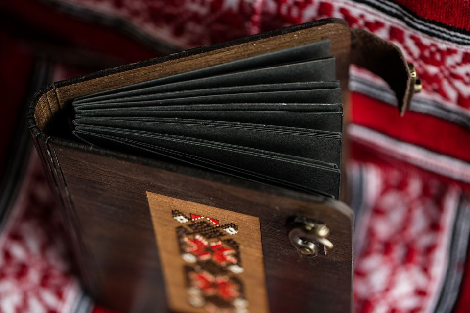 Album foto lemn Traditional red and white