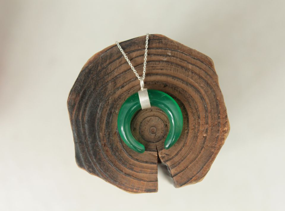 Colier cu semiluna din agat