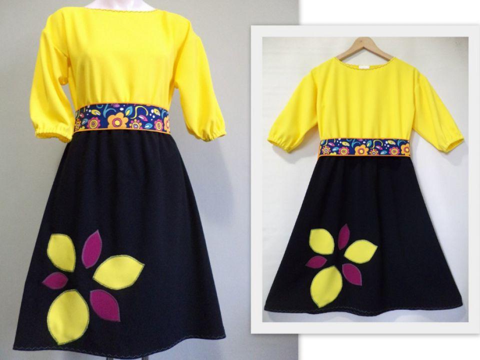 """Rochie galben cu negru cu floare aplicată și brâu înflorat """"Sprintenuca"""""""
