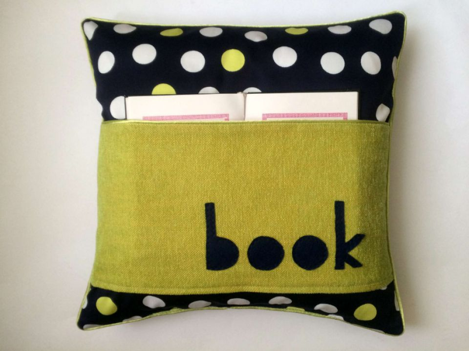 """Pernă decorativă """"book"""" verde fistic-buline"""