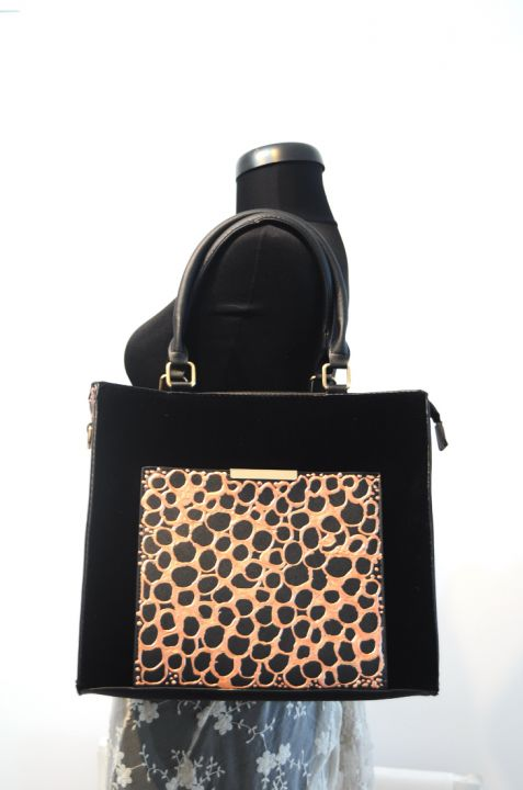 "Geanta neagra dama ""ANIMAL PRINT"" pictata manual"
