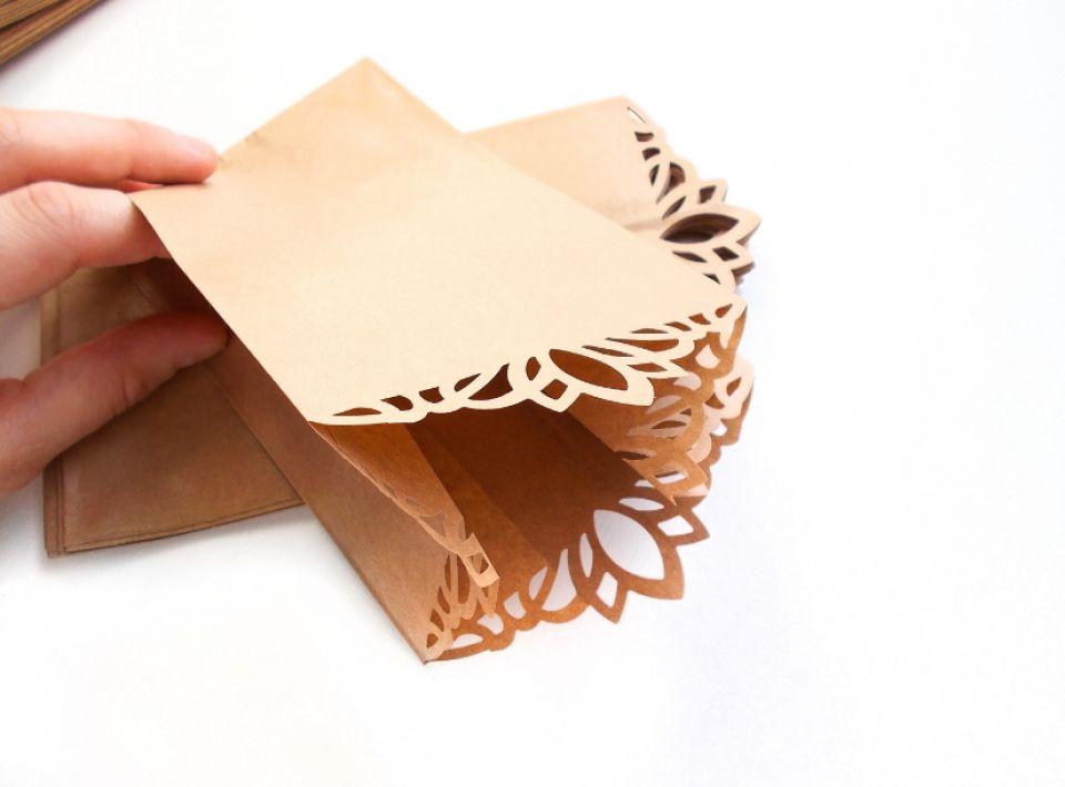 Pungute de hartie  cu margine decorativa - 10 buc - Ambalaj -