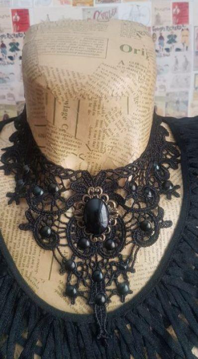 Unique lace necklace with black stone