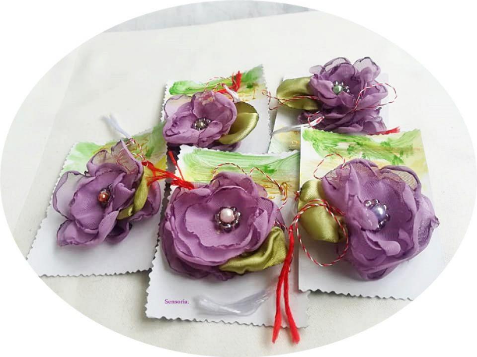 martisor floare delicata lavanda  brosa