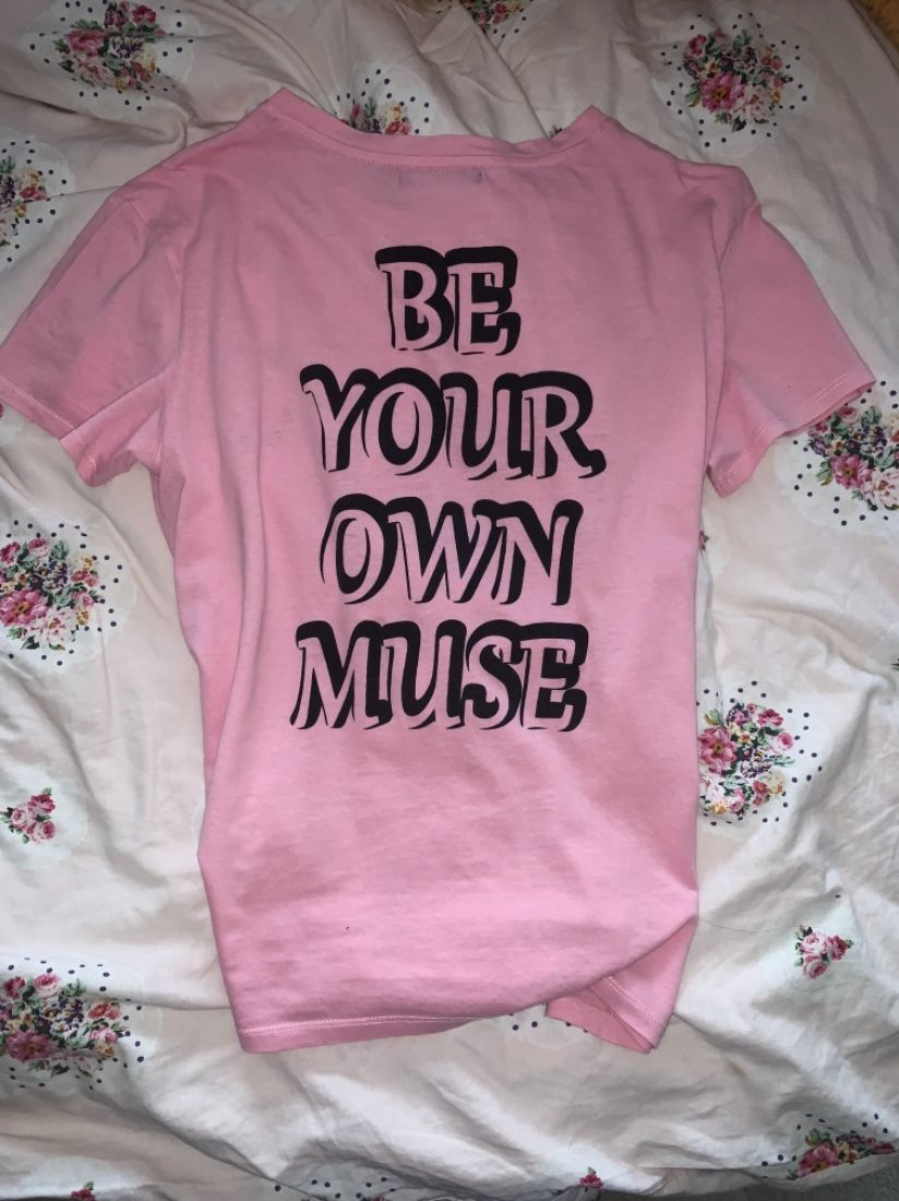 Tricou roz be your own muse