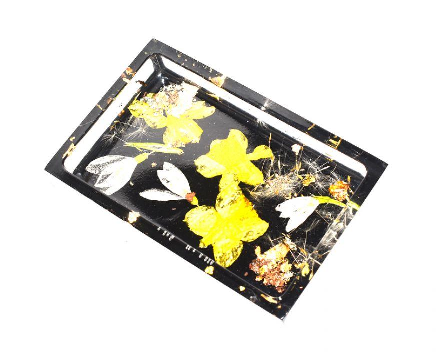 Savoniera din rasina cu plante naturale, pigment negru si foita auriu antichizat, Bol pentru bijuterii si obiecte mici, Suport pentru chei
