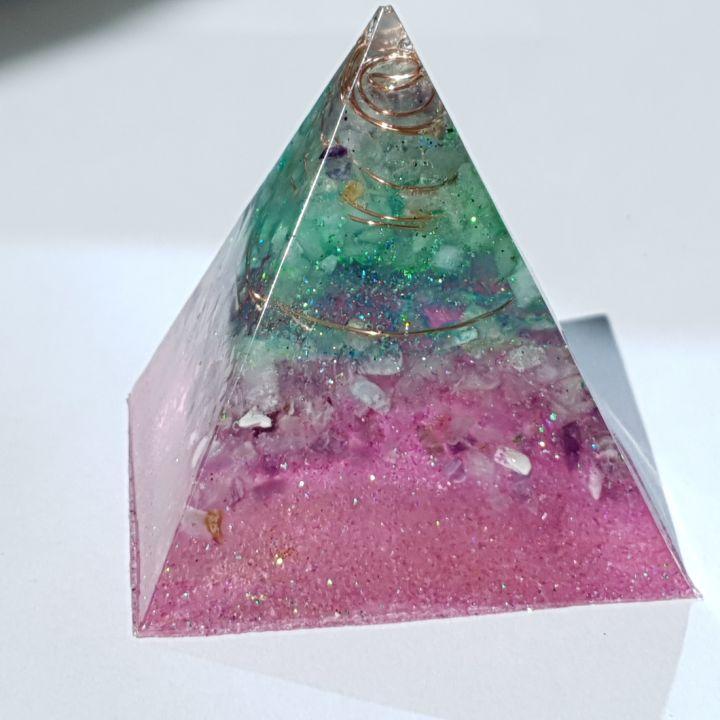 Piramidă orgon pentru protecție și claritate mentală