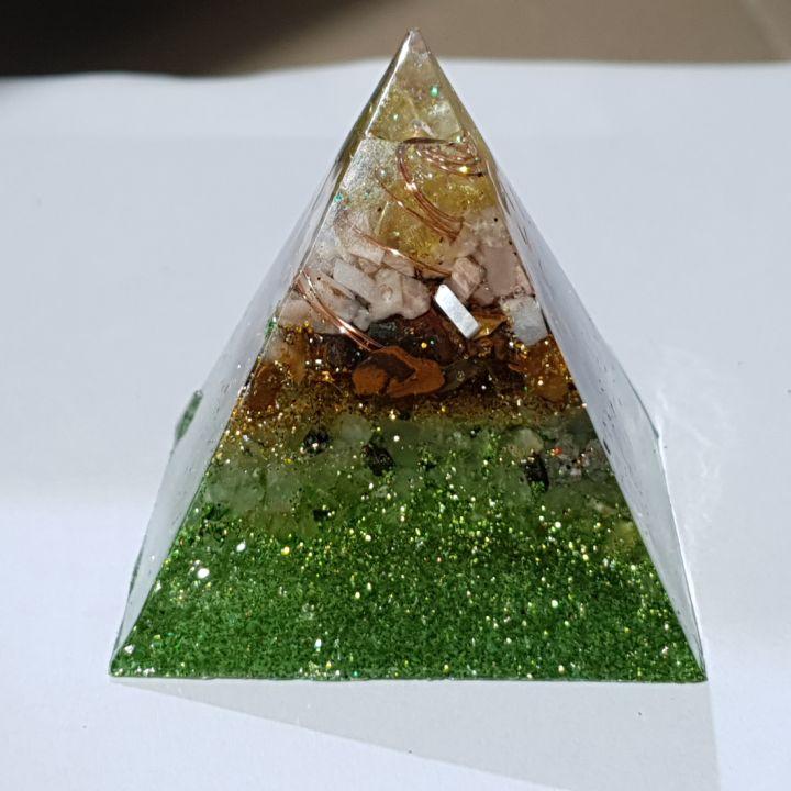 Piramidă orgon pentru noroc