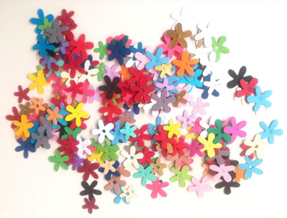 Set flori multicolore, decupate din carton