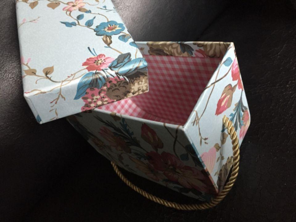 Cutie cadou(11,5x15x8cm) gentuța