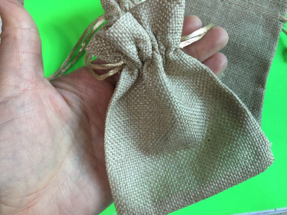 Săculeț (11,8x8,8cm) de iută