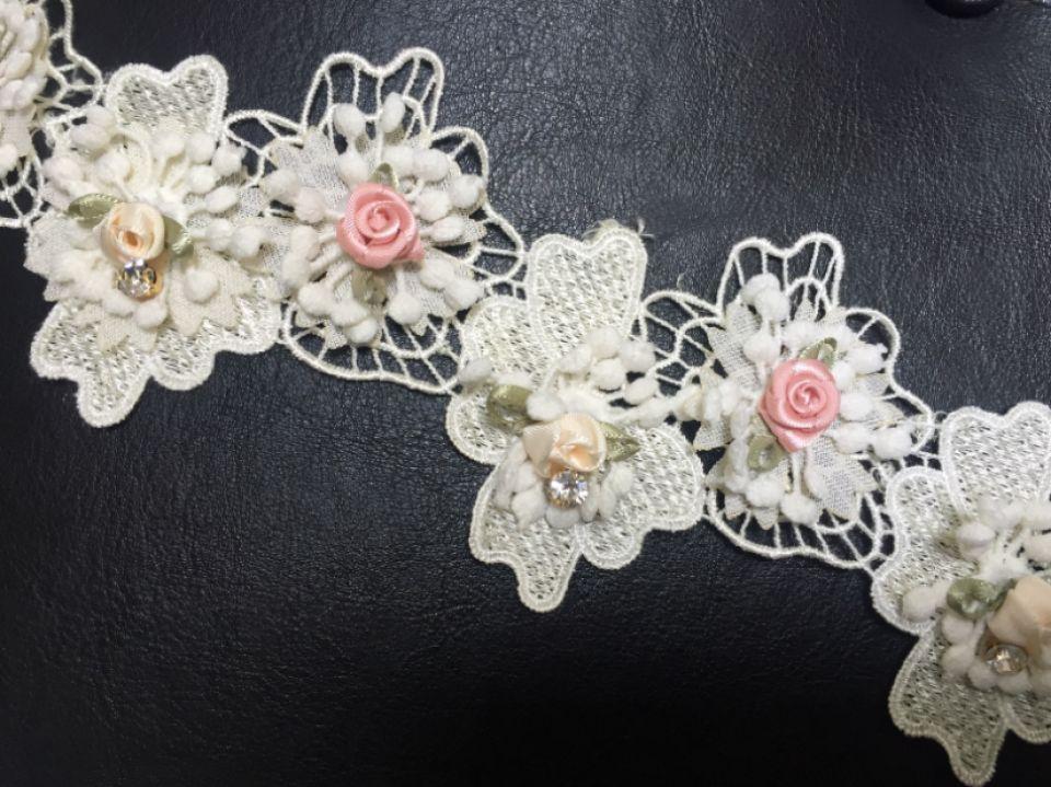 (95cm) Broderie (6cm) cu floricele și ștrasuri